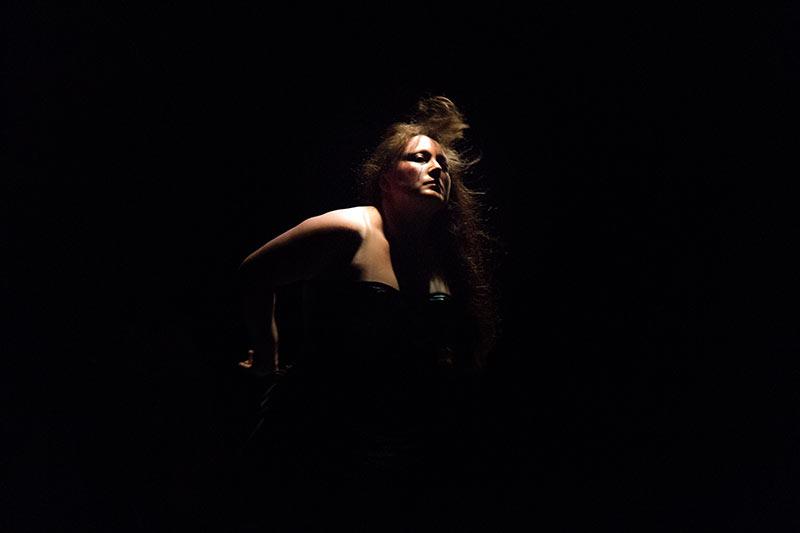 Les-Minuits-cabaret-minuits-serafine-deshabillage-final-01