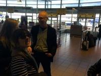 Les-minuits-tournee-roumanie-aeroport