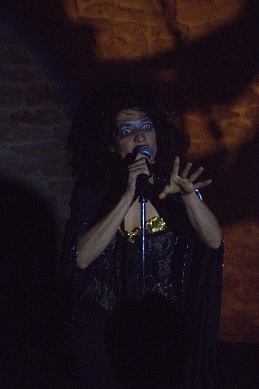 Chez-les-Minuits-Cabaret-merveilleux-de-Chauvesourella-03