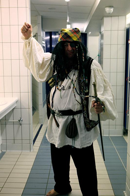 les-minuits-la-piscine-capitaine-pirate
