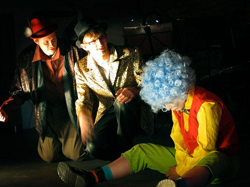 les-minuits-cours-2011-qui-mange-un-clown01