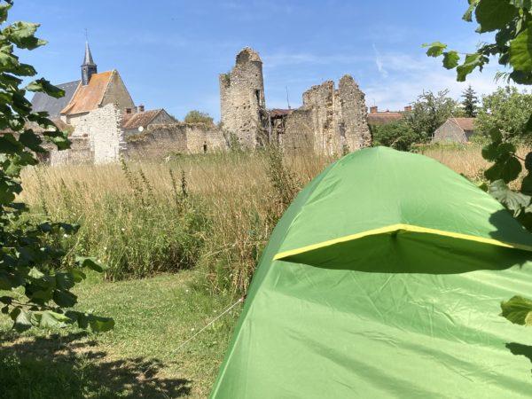 tente devant le château